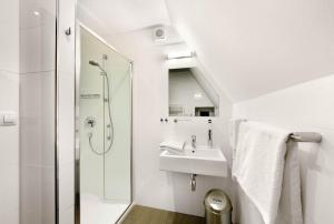 A bathroom at CK Pension