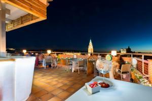 Een restaurant of ander eetgelegenheid bij Hotel Carlos V