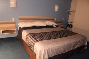 A bed or beds in a room at Wine Country Inn