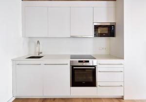 Una cocina o zona de cocina en Decô Apartments Barcelona-Born Apt.