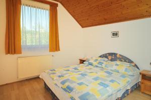 Кровать или кровати в номере Betti Apartman