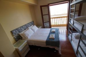 A bed or beds in a room at Hostel Pico do Itambé