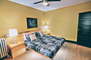 A bed or beds in a room at 1305 Northwest Rhode Island Apartment #1071 Apts