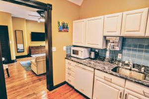 A kitchen or kitchenette at 1305 Northwest Rhode Island Apartment #1071 Apts