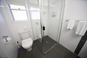 A bathroom at Route 66 Motor Inn