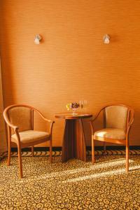 Ein Sitzbereich in der Unterkunft Park Hotel Hévíz