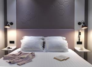 A bed or beds in a room at Hôtel Vendome Saint-Germain