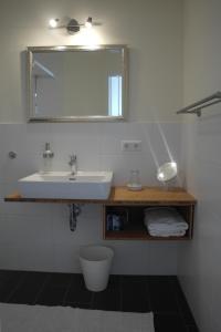 A bathroom at Pension am Kirschgarten