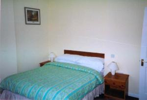 A bed or beds in a room at Yew Wood Holiday Homes
