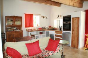 A kitchen or kitchenette at Mas des Clauzals