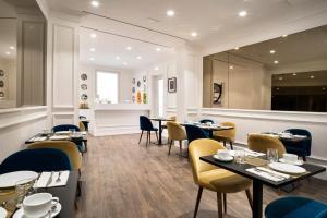 Restaurant ou autre lieu de restauration dans l'établissement The Shire Hotel
