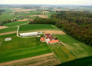 Ptičja perspektiva nastanitve Apartments - Turistična kmetija Vrbnjak