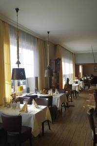 A restaurant or other place to eat at Hotel Böttchers Gasthaus