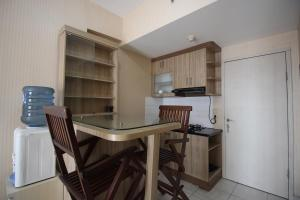 A kitchen or kitchenette at Noname Room @Grand Centerpoint Apartment