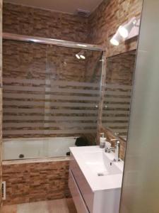 A bathroom at Apartamento Miraflores Boulevard Tarata