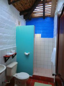 A bathroom at Le Rendez-Vous Hostal Guesthouse