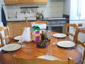 A kitchen or kitchenette at Joumana tourisme