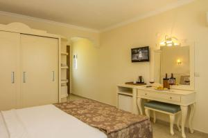 A bed or beds in a room at Unsal Hotel