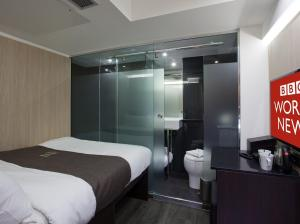 A bed or beds in a room at The Z Hotel Soho