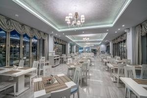 A restaurant or other place to eat at Zante Park Resort & Spa BW Premier Collection
