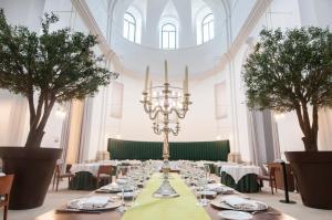 Un restaurante o sitio para comer en Parador de Lleida