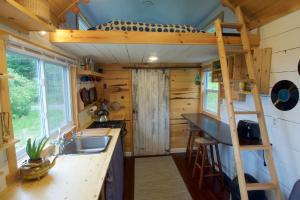 A kitchen or kitchenette at Tiny Heaven