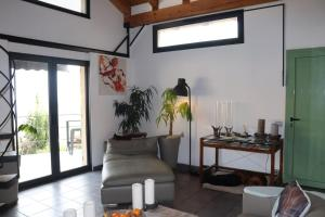 A seating area at Skylark Bed & Breakfast