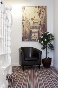 The lobby or reception area at select service apartments