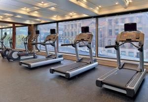 The fitness center and/or fitness facilities at Fairfield Inn & Suites by Marriott Albany Downtown