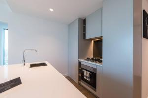 A kitchen or kitchenette at Central Melbourne 2 Bedroom Luxury@Victoria One