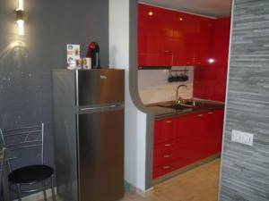 A kitchen or kitchenette at Lovely Bungalow