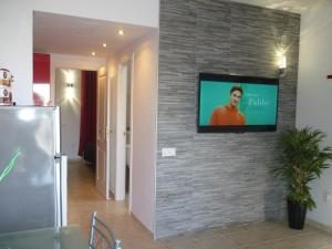 A television and/or entertainment centre at Lovely Bungalow