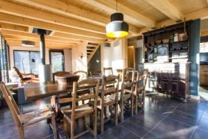 The lounge or bar area at Chalet lux et Design