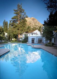 Бассейн в Squaw Valley Lodge или поблизости