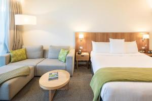 A bed or beds in a room at Commodore Airport Hotel Christchurch