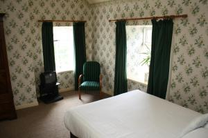 A bed or beds in a room at Woodhill House