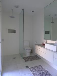 A bathroom at AMA WORIMI