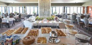 Restauracja lub miejsce do jedzenia w obiekcie Hotel Solverde Spa and Wellness Center
