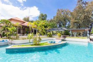 Bassein majutusasutuses Dewa Phuket (Beach Resort, Villas and Suites) või selle lähedal