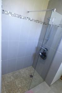 A bathroom at Au Parc aux Lièvres