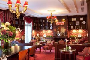 Restaurant ou autre lieu de restauration dans l'établissement Auberge du Jeu de Paume
