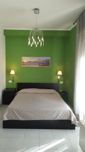A bed or beds in a room at Hotel Sauro