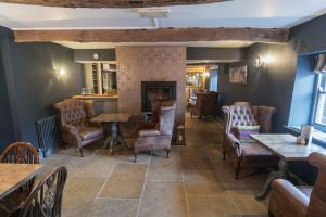 A restaurant or other place to eat at New Crown Inn
