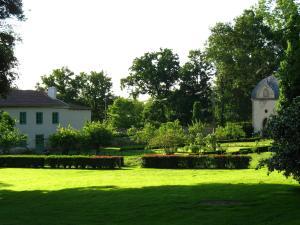 A garden outside Château du Bourg
