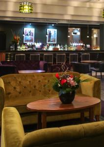 The lounge or bar area at Jurys Inn Birmingham
