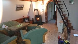 Ein Sitzbereich in der Unterkunft Ferienhaus Zum See