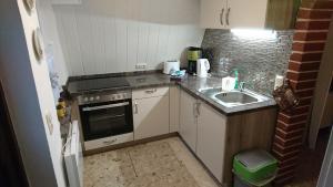 Küche/Küchenzeile in der Unterkunft Ferienhaus Zum See