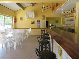 A restaurant or other place to eat at Camping la Rouviere les Pins