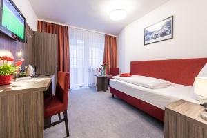 A bed or beds in a room at Hotel Himalaya Frankfurt City Messe