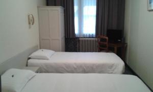 Кровать или кровати в номере Hostellerie de l'Abbaye